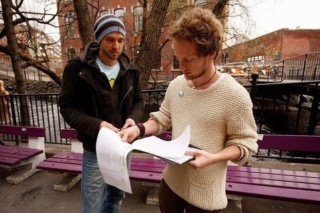 Eivind Nitter (t.v.) og Sindre Buchanan har samlet underskrifter for Blå. FOTO: HEGE BJØRNSDATTER BRAATEN