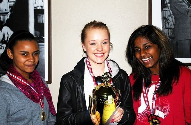Nadia Taula, Ronja Reslund, Nithusha Subramian. Stine-Elise Kensland var ikke tilstede på bildet. Foto: Privat.