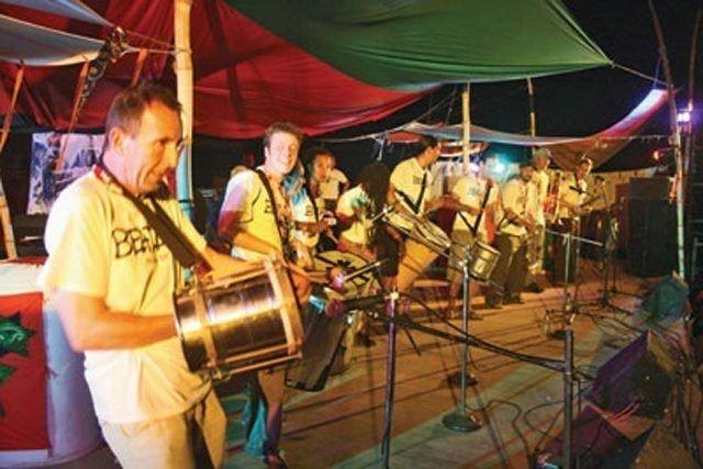 Du får en Mela-forsmak rundt om i byen på fredag før det hele starter på Rådhusplassen. Foto: Mela 2010