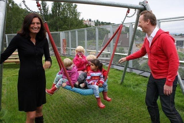 Tidligere statssekretær Libe Rieber-Mohn og BU-leder Hans Christian Lillehagen har tro på at gratis kjernetid i Kværnerdalen barnehage skal gjøre susen. – Dette er et treffsikkert integreringstiltak som fungerer godt, sier de.