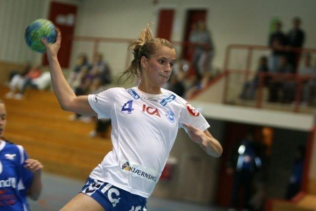 Randi Jørum Sulland kontrer inn en av sine tre scoringer i 30-17 seieren mot Njård i Vestfjorden Cup.