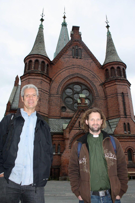 Frivillighetskoordinator John Krahn (til venstre) og diakon Vegar Berntsen gleder seg til å ta i bruk Sagene kirke igjen