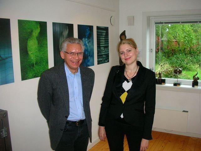 Darija Sapozenkova-Hauge sammen med gallerist Jan Graff.