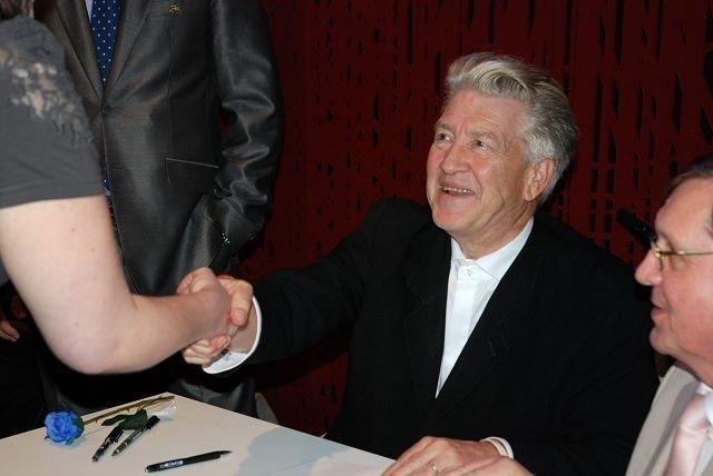 Kultregissør David Lynch gjestet Litteraturhuset tirsdag ettermiddag. Fansen fikk signatur og lykke i bok og sjel.