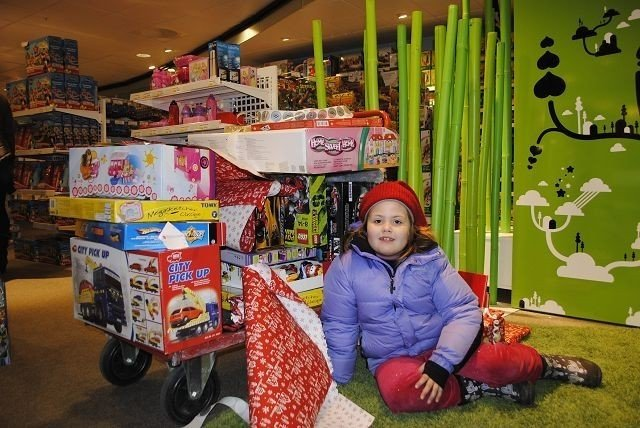 Aurora Holmedal (7) synes det var fint å hjelpe andre barn, som har det vondt.