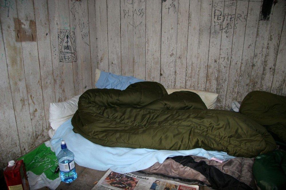 I låven på Grønnvold har flere personer bodd de siste dagene.