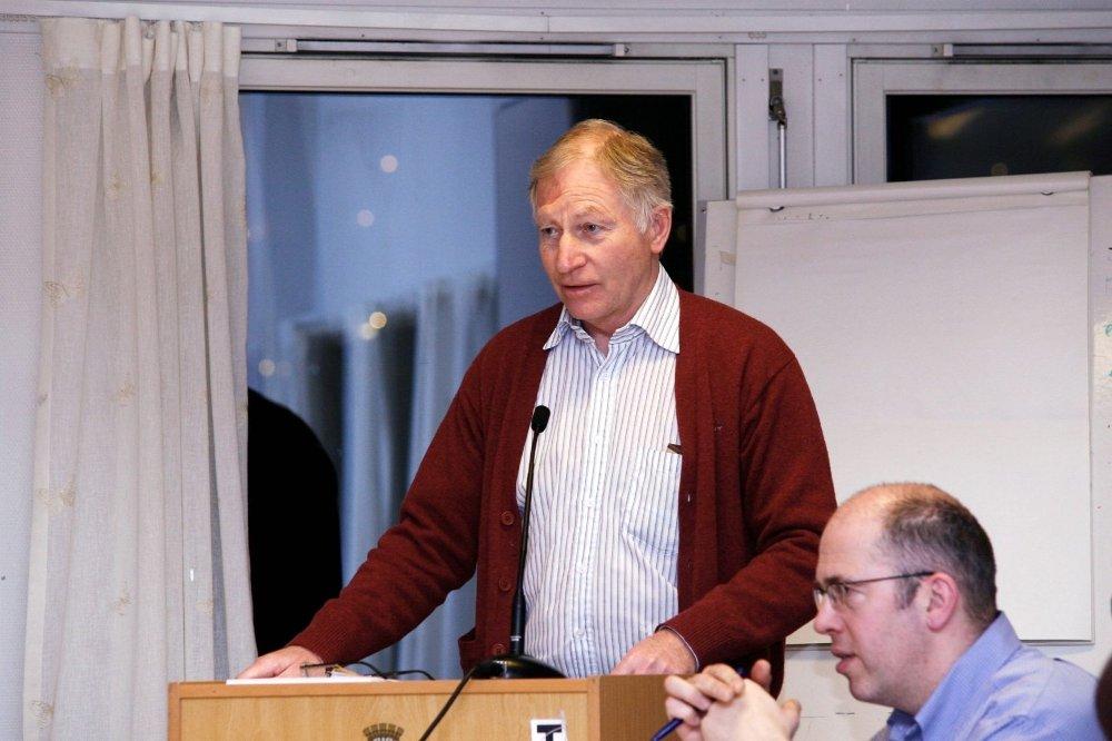 PREGET: Bydelsdirektør Jan Hagen sier Bydel Søndre Nordstrand skal yte hjelp til de berørte etter terrortragedien så lenge det er nødvendig.
