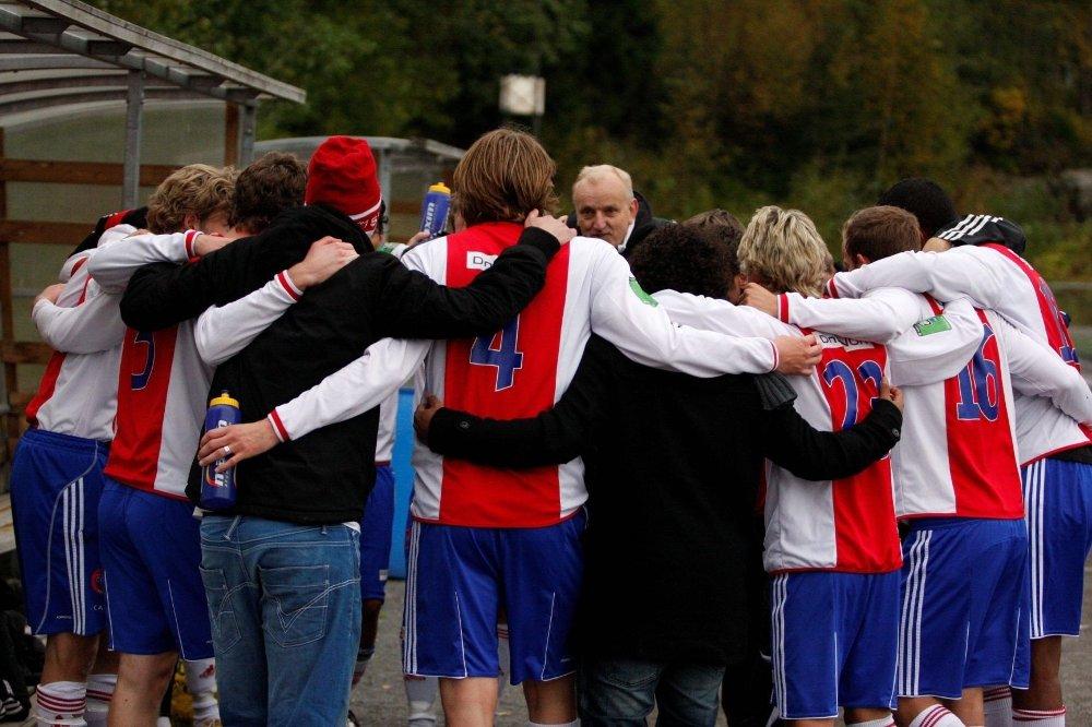LAGÅND: KFUM-Oslo består for det meste av lokale gutter som har vært i klubben i alle år, uten lønn. Dersom det blir opprykk til 1. divisjon, som klubben ønsker, stilles det blant annet krav om at alle spillere har proffkontrakt med minimumslønn.