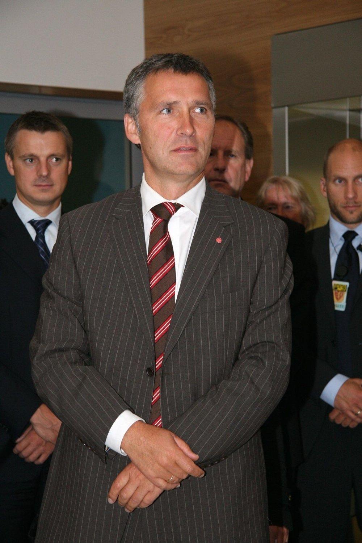 HEDRES AV NORSKPAKISTANERE Jens Stoltenberg får pris av Den pakistanske foreningen i Norge for sin innsats etter 22. juli.