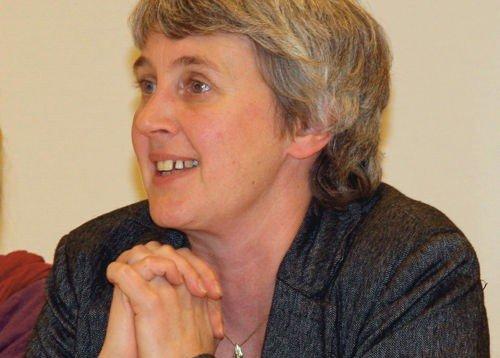 Hanne Lyssand vil ha miljøgate i Grefsenveien, og mener byrådet ikke prioriterer kollektivløsninger.