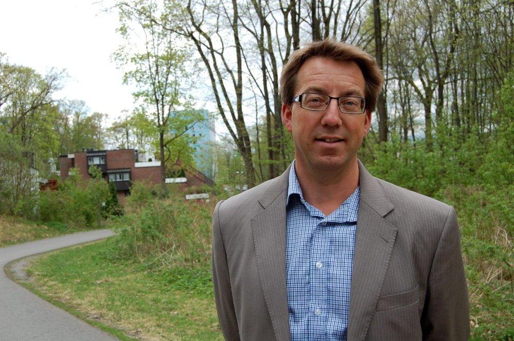 VED KORSVEI: Høyre-politiker og tidligere bydelsutvalgsleder Rune Aale-Hansen er kommet til en korsvei. Han håper at folket vil stemme ham inn i bystyret, etter 12 år i bydelsutvalget.