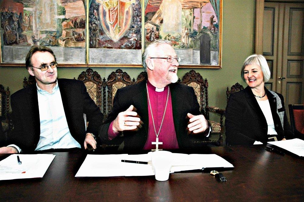 Effektivisering: Oslo-biskop Ole Christian Kvarme flankert av tidligere og tidligere kirkeverge i Oslo, Valgerd Svarstad Haugland.