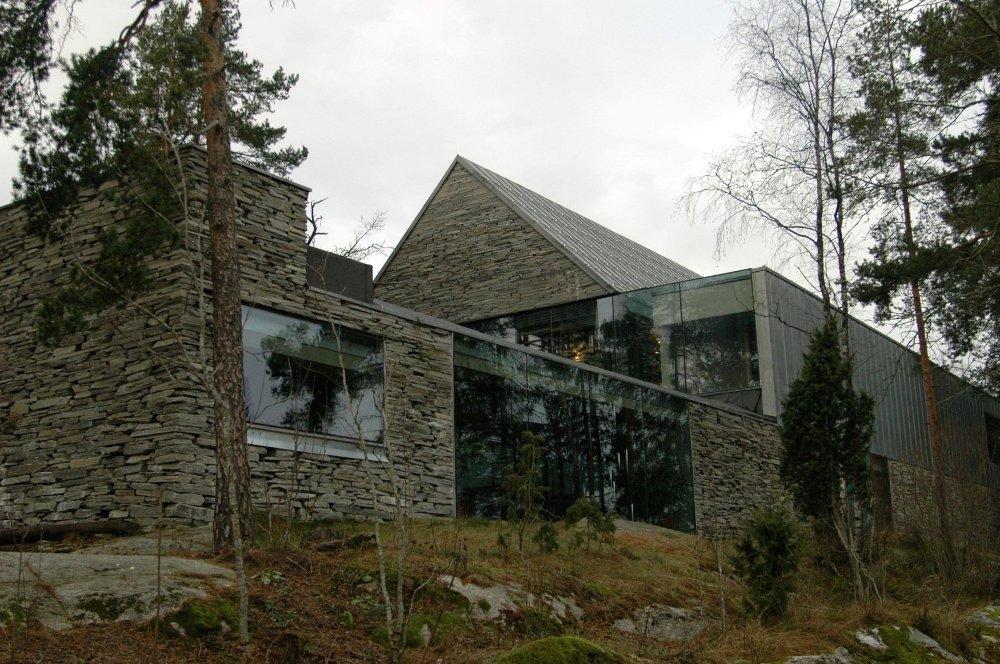 JUBILEUM: I år er det ti år siden den spesielle steinkirken på Mortensrud sto ferdig. Dette skal markeres på flere måter i april.