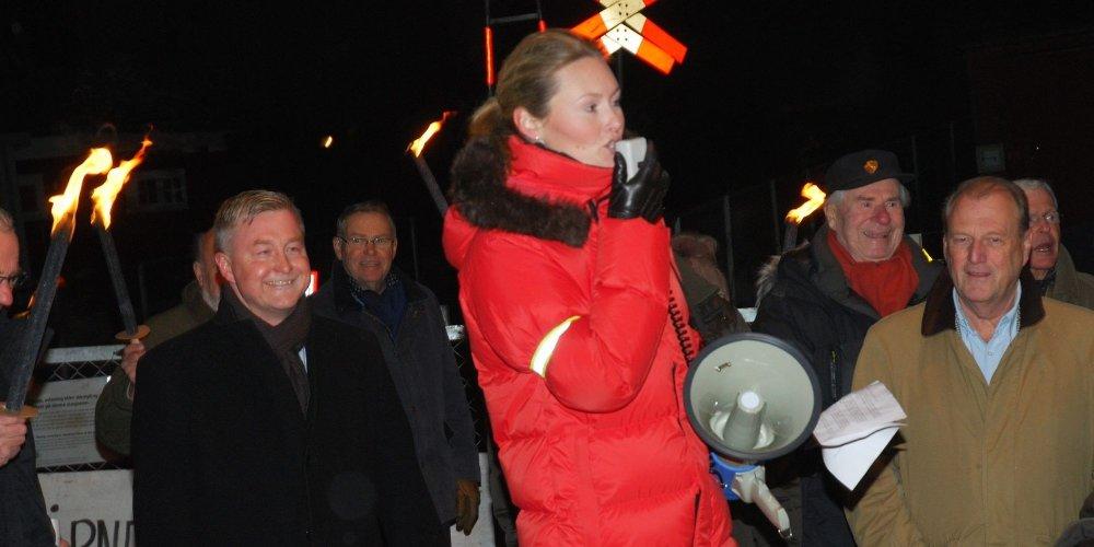 KAN SMILE: Geir Karlsen under fjorårets markering, til venstre for Benedicte Frydendal med appell.