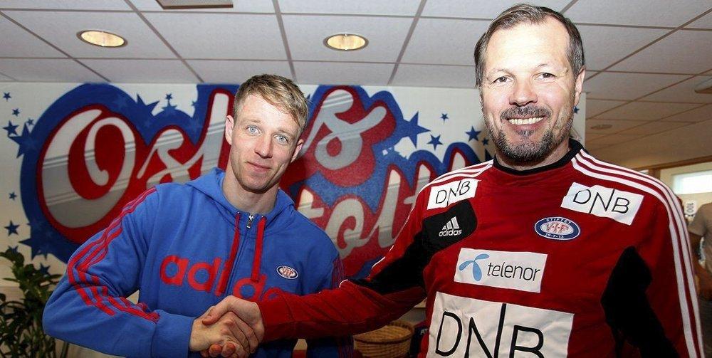 Ut sesongen: Jan Gunnar Solli og Kjetil Rekdal er enige om betingelsene, og dermed blir Solli spiller nummer 8 på Valle denne sesongen. FOTO: VIF
