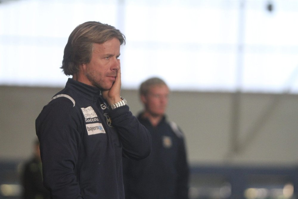 TENKEBOKSEN: Trener Geir Nordby skal bruke tid på å tenke over sin framtid i Røa. Foto: Arild Jacobsen