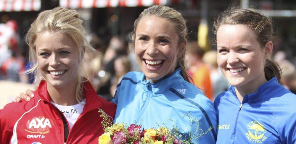 TILBAKE PÅ TOPP: Ingvild Måkestad Bovim (midten) fra Bækkelagets SK vant Sentrumssprinten foran Martine Eikmo Borge (venstre) og Yngvild Elvemo. FOTO: Arild Jacobsen