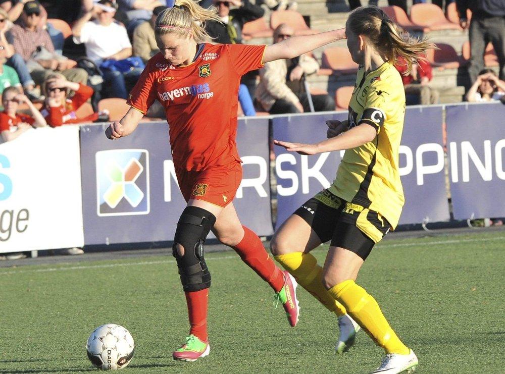 FLOTT START: Eline Johansen og Røa har fått en god start på sesongen. Lørdag ble det 1-0 seier borte mot Amazon Grimstad. FOTO: Solfrid Therese Nordbakk