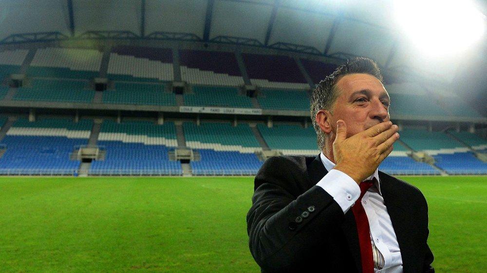 OPTIMIST: Gibraltar-trener Allen Bula ser ingen grunn til å bygge ned forventningene til Europas ferskeste fotballandslag. Her etter en treningskamp mot Slovakia i 2013.