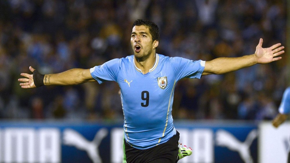 SCORET MÅL: Luis Suarez feirer mot Costa Rica.