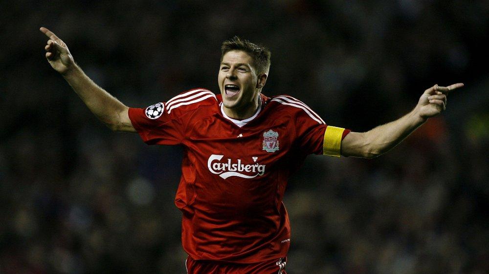 FEIRET: Her feirer Steven Gerrard sin 100. scoring for Liverpool.
