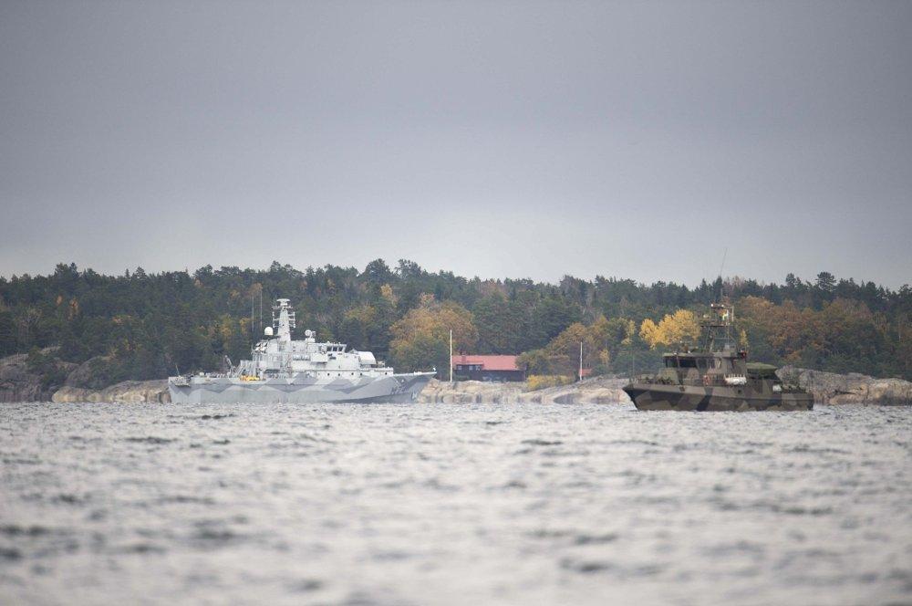 Marinefartøyer lette etter en mulig ubåt utenfor svenskekysten, uten å finne noe, i høst.