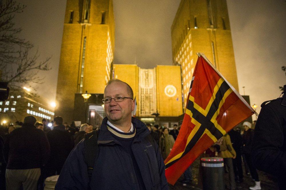 Pegida protestmarsj rundt og utenfor rådhuset i Oslo forrige mandag. Pegida, med Max Hermansen som frontfigur (bildet), demonstrerer mot muslimsk innvandring og påvirkningen fra islam.