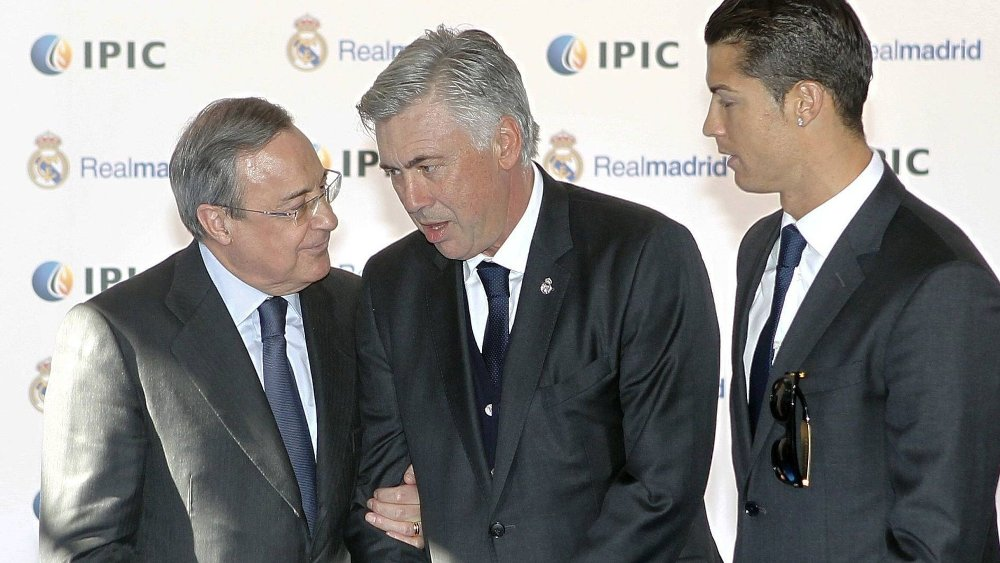 PRESS OM ØDEGAARD? Real Madrid-president Florentino Perez (t.v) kan legge press på Carlo Ancelotti om å gi Martin Ødegaard spilletid, tror eksperter. Her er dueoen sammen med superstjernen Cristiano Ronaldo.