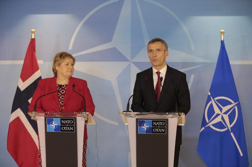 Jens Stoltenberg ytret sin bekymring over de russiske styrkene under en pressekonferanse sammen med statsminister Erna Solberg i Brussel onsdag.