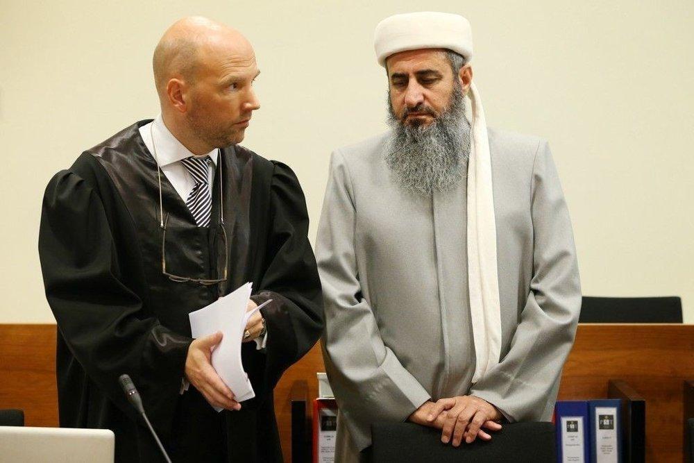 Advokat Brynjar Meling sender torsdag kveld en klage til Oslo-politiet på beslutningen om å tvangssende Krekar til Sør-Trøndelag.
