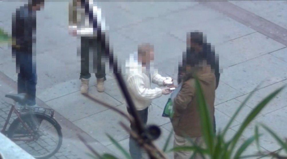 Politiet bekrefter at salg av smuglersigaretter på gateplan i Oslo er et utbredt problem. Likevel har ikke regjeringen andre løsninger på problemet enn å be politiet prioritere denne typen kriminalitet.
