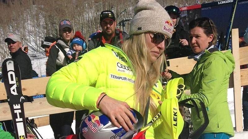 GRÅT: Lindsey Vonn var tydelig skuffet over å ha kjørt ut under superkombinasjonen mandag. FOTO: Malin Wahlberg