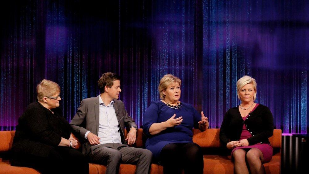 TAPER VELGERE: Venstre-leder Trine Skei Grande, Krf-leder Knut Arild Hareide, Høyre-leder Erna Solberg og Frp-leder Siv Jensen må se at Arbeiderpartiet nå er større enn de fire partiene tilsammen.