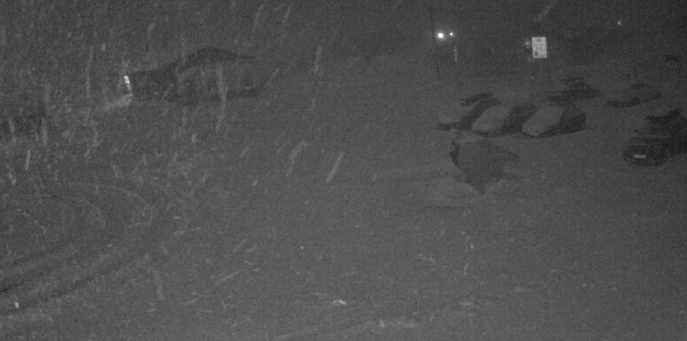 RIKSVEI 7: Slik så det ut da det var stiv og sterk kulingpå Rv 7 ved Haugastøl bom i begynnelsen av januar. Denne helgen kan det blir ruskevær igjen