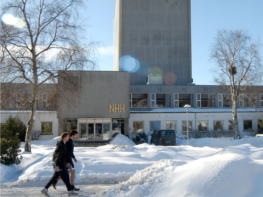 NHH-professor: Dersom Norwegian ikke kutter kostnader kan selskapet lide samme skjebne som Nokia og Kodak.