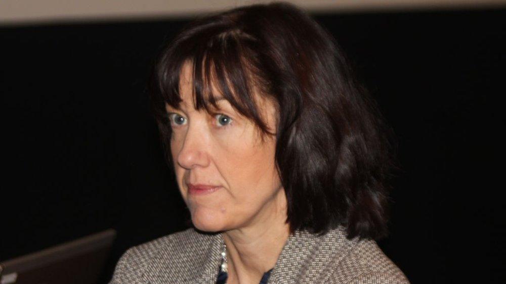 Kommunikasjonsdirektør Anne-Sissel Skånvik i Norwegian sier det er ren bløff at selskapet benyttet tirsdagskvelden til å ringe rundt til pilotene for å lokke dem over på dårligere kontrakter i OSM.