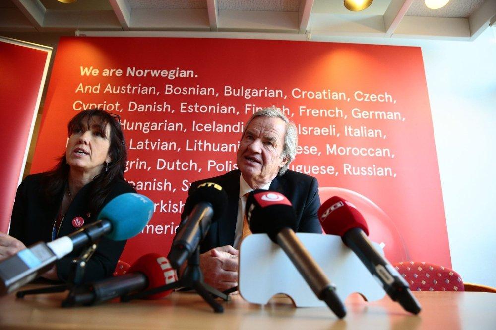Norwegian-sjef Bjørn Kjos informerer pressen om pilotstreiken på en pressekonferanse i flyselskapets hovedkvarter på Fornebu onsdag.