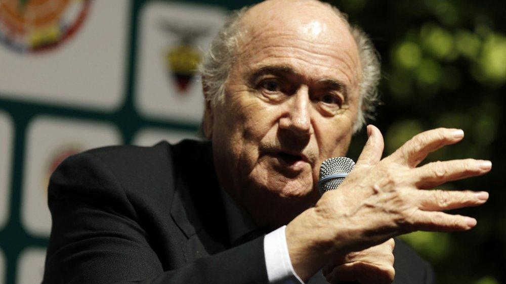 VIL BLI STRENGERE: FIFA-president Sepp Blatter vil ha poengtrekk og nedrykk som straff for rasisme i fotballen.