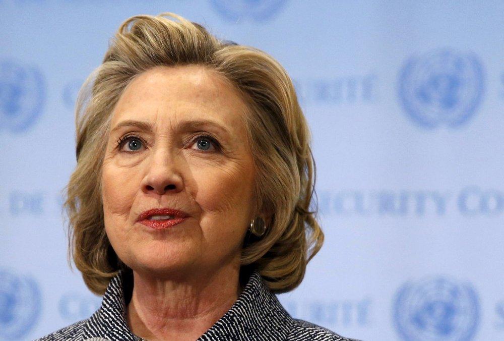 USAs president Barack Obama smiler når en journalist i Panama by spør ham om Hillary Clinton som president.
