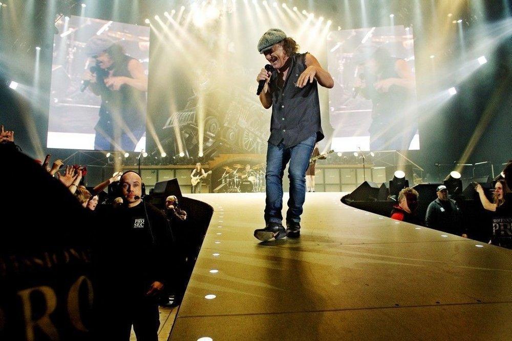 Brian Jones holder koken i AC/DC, men framtida til bandets trommeslager Phil Rudd er høyst uklar. Her fra en konsert i Norge i 2009.