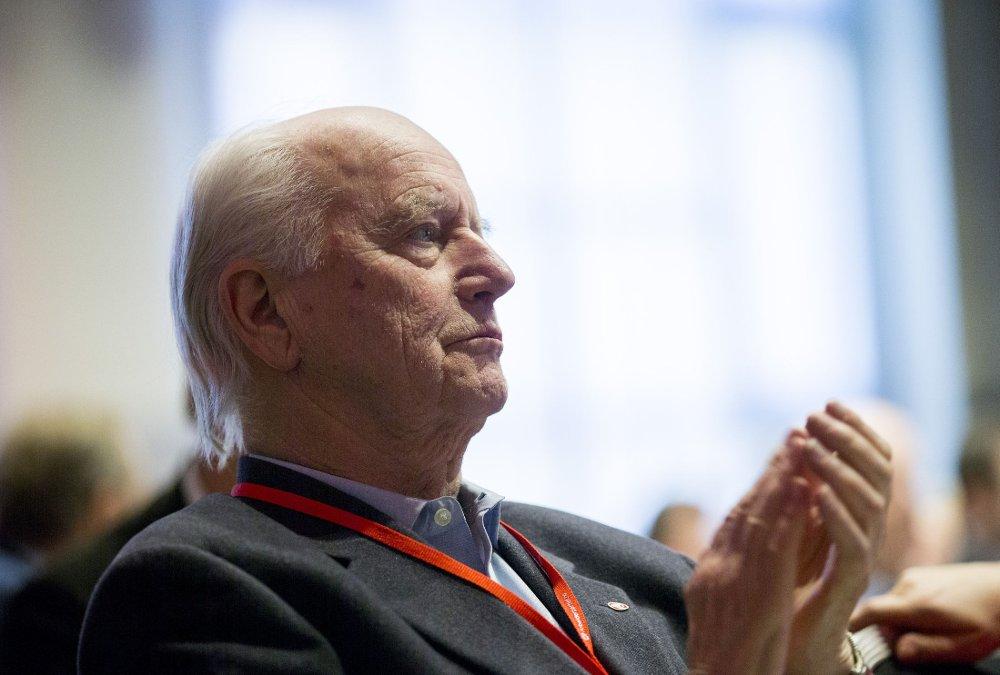 BER OM SAMARBEID: - Det tar for lang tid mens folk dør, sier Thorvald Stoltenberg.