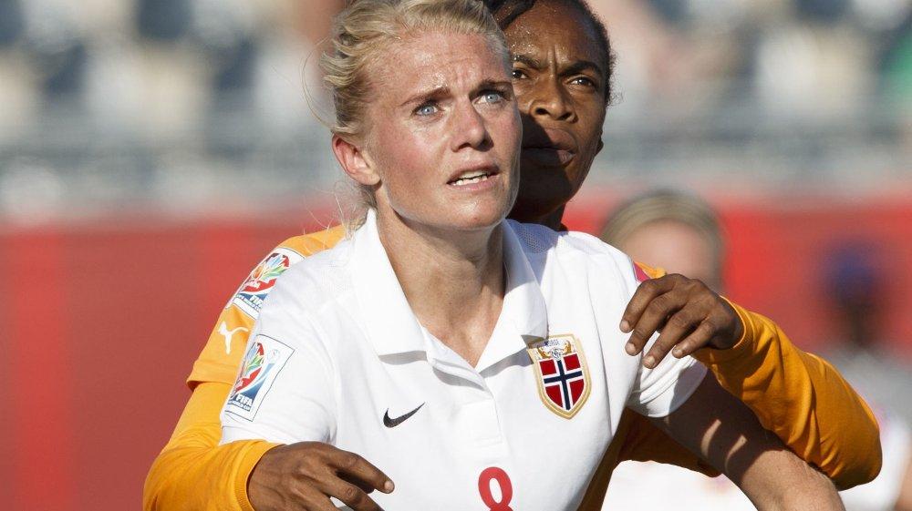 Solveig Gulbrandsen likte ikke at Elfenbenskystens spillere kastet seg ned gang på gang og stykket opp spillet. Tross mål og assist var hun heller ikke fornøyd med egen innsats.