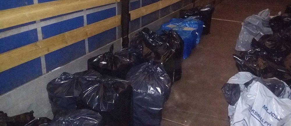 Innholdet i søplesekkene var alt annet enn lovlig - totalt tilsvarer smuglingen 1,3 millioner kroner i undratte avgiftskroner.