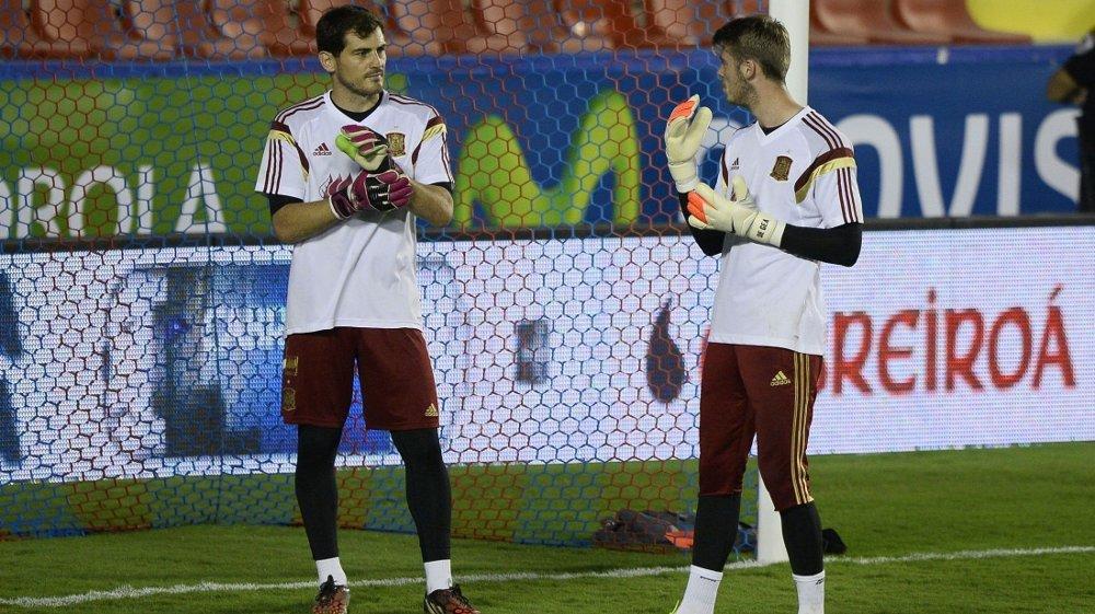 USIKKER FREMTID: Både David de Gea og Iker Casillas går en usikker fremtid i møte. AFP PHOTO/ JOSE JORDAN