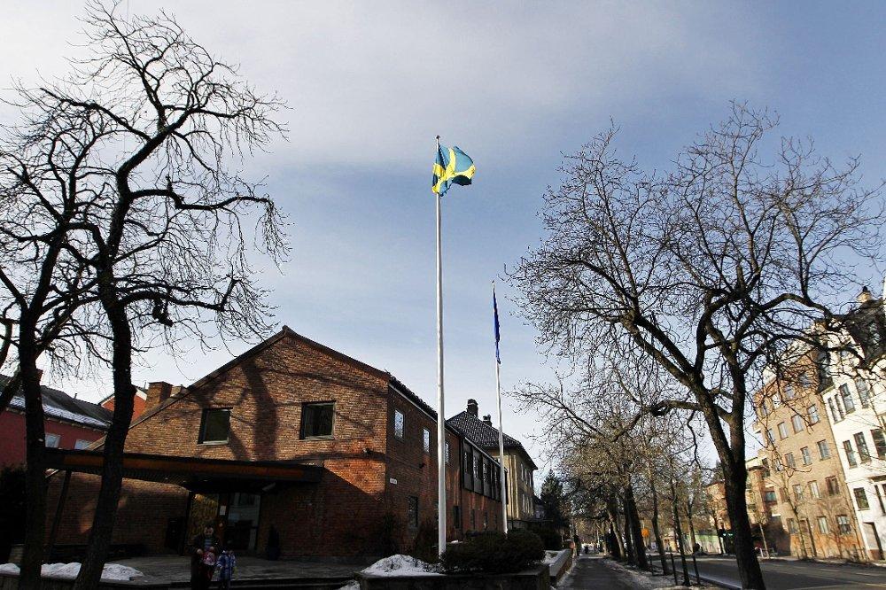 TRUSLER: Den svenske ambassaden i Oslo skal være en av flere ambassader som er utsatt for bombetrussel. Norges ambassade i Kina skal også ha blitt nevnt i mailen med bombetruslene.