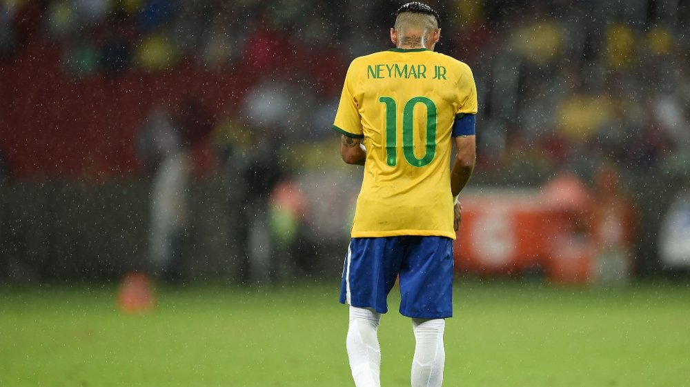 Dommer Enrique Osses viste ut Neymar etter at den brasilianske stjernespilleren angivelig prøvde å skalle til Colombias målscorer Jeison Murillo.