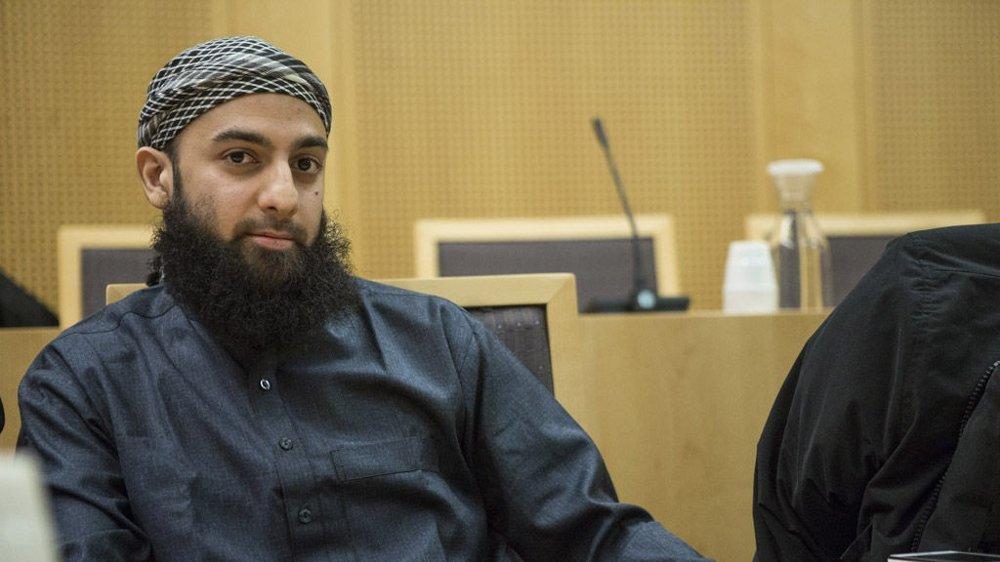 Hussain er talsmann for islamistgruppa Profetens Ummah, og blir beskrevet som en venn av tiltalte.