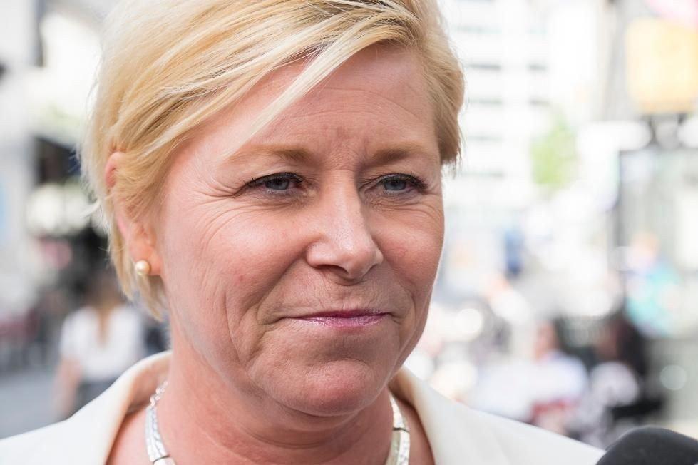 Frp-leder og finansminister Siv Jensen ber kommunene si nei til Syria-flyktninger.