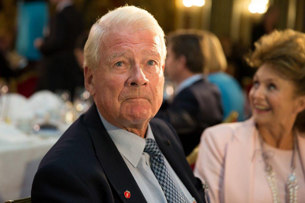 Carl I. Hagen sier at Erna Solberg i likhet med alle andre må avvente Stortingets behandling av budsjettet.