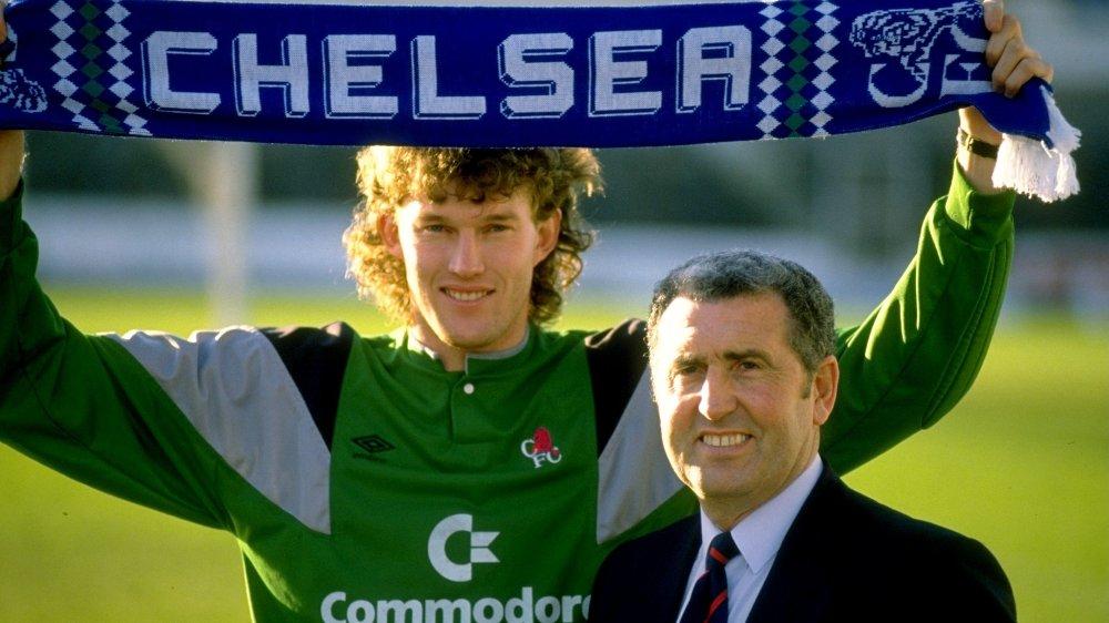 GIKK BORT: Tidligere Chelsea-manager Bobby Campbell er død. Her er han sammen med Dave Beasant i forbindelse med sistnevntes overgang til Chelsea i 1989.